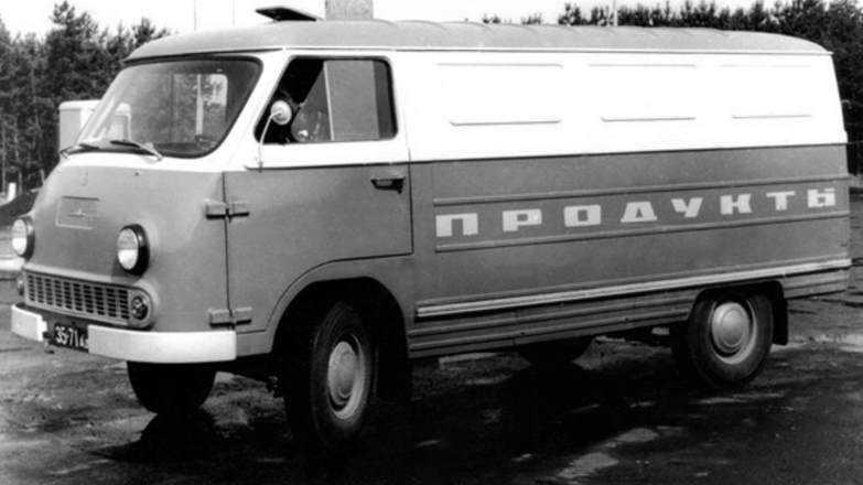 1976 год, ЕрАЗ-762Б. В новой версии фургона появились рёбра жёсткости и «рельеф» кузова. Машина производилась с 1976 по 1981-й, когда её сменила очередная модификация.