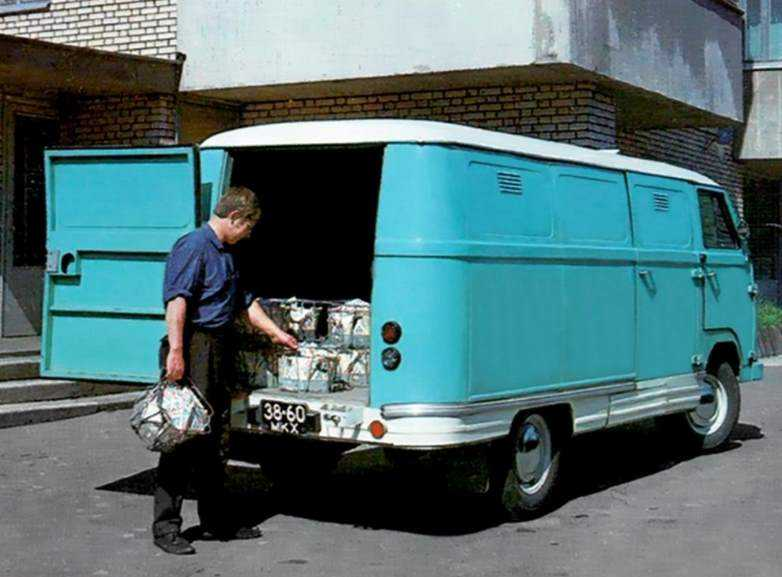1971 год, ЕрАЗ-762Р. Рефрижераторный фургон на базе модифицированного ЕрАЗ-762А. Внешних отличие от 762-го эти машины почти не имели.