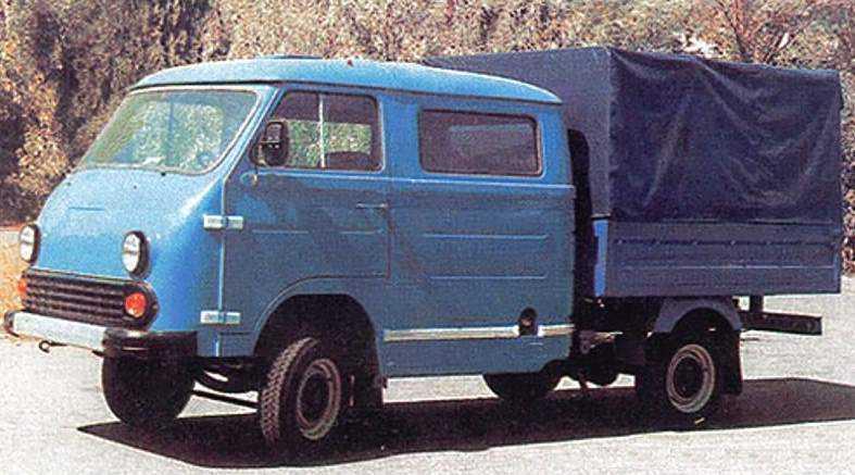 1992 год, ЕрАЗ-762ВДП. Пятиместный грузопассажирский пикап появился в начале 90-х, когда заводу, попавшему в крайне тяжёлое экономическое положение, нужно было как-то «крутиться».