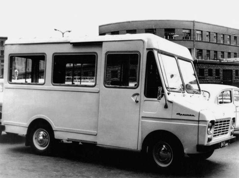 1970 год, ЕрАЗ-763 «Армения». Борьбу за право быть следующем выиграла модель 763, и в 70-м году был построен полноразмерный опытный образец. На конвейер эта машина попала с огромным опозданием — 15 лет спустя, хотя изначально была совершеннее даже РАФов.