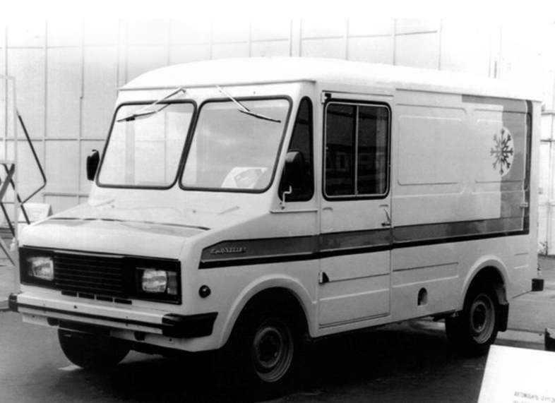 1980 год, ЕрАЗ-3730. Эта машина могла бы стать самой успешной коммерческой моделью СССР и идти на экспорт — конструкторы действительно постарались. Но коммерческий транспорт одобрялся и финансировался по остаточному принципу, и о конвейере речи не шло. Серии по 20−30 машин, не более того.