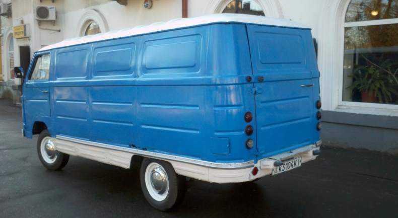 1981 год, ЕрАЗ-762В. Самая массовая версия фургона получила новую форму рёбер жесткости и ряд модификаций ходовой части, а также замену некоторых агрегатов. Именно такие ЕрАЗы в основном дошли до наших дней.