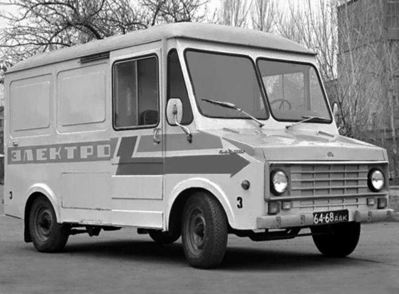 1974 год, электромобиль ЕрАЗ-3731. Первая партия из 26 «капотников». К сожалению, вплоть до 1985 года капотники ЕрАЗ производились исключительно маленькими партиями для нужд конкретных предприятий.